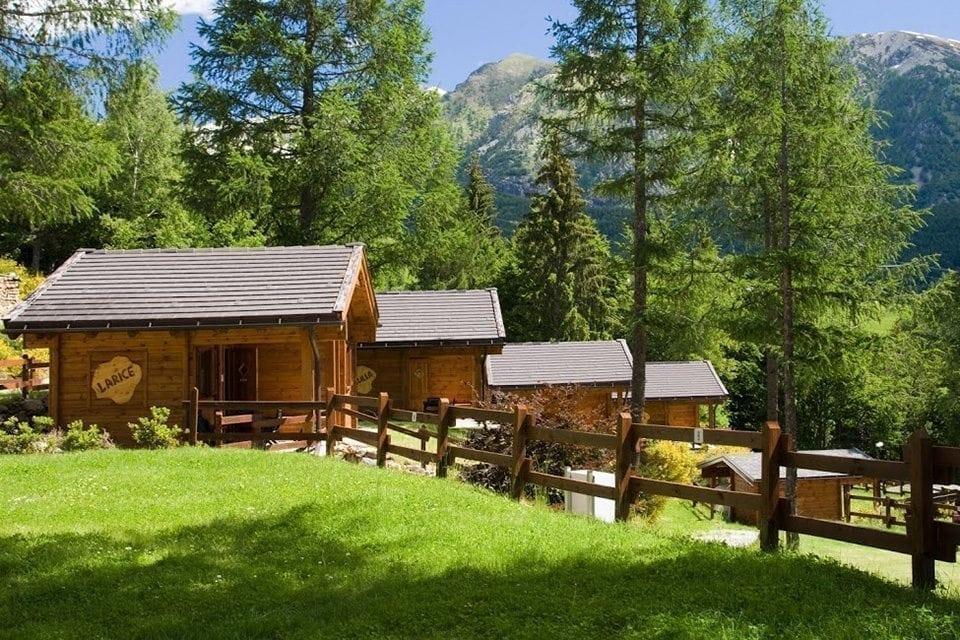 Camping yolkipalki for Disegni di bungalow contemporanei
