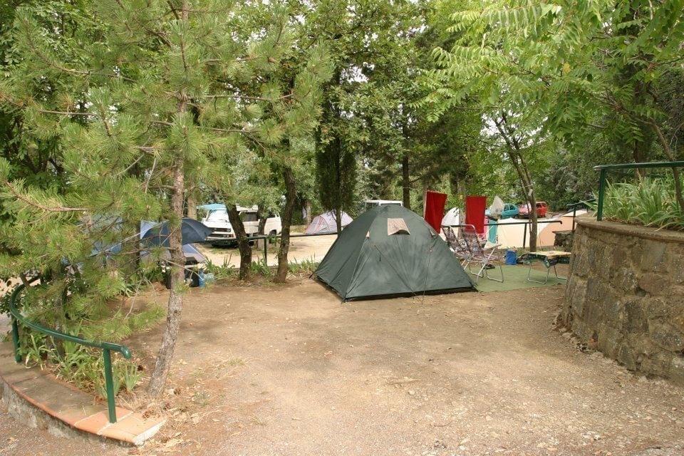 camping panoramico fiesole zowel huren als kamperen. Black Bedroom Furniture Sets. Home Design Ideas